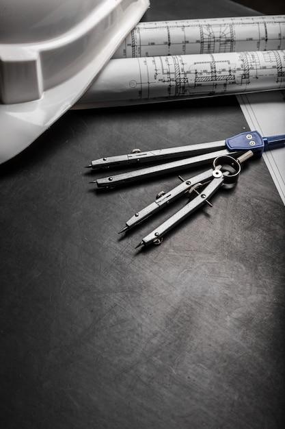 黒の背景に建設計画図面 Premium写真