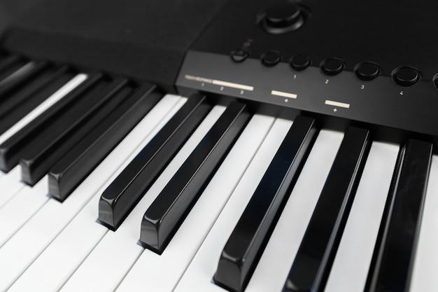 ピアノとピアノキーボード Premium写真