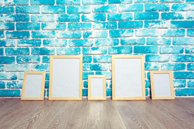 Картинная рамка на кирпичной стене Premium Фотографии