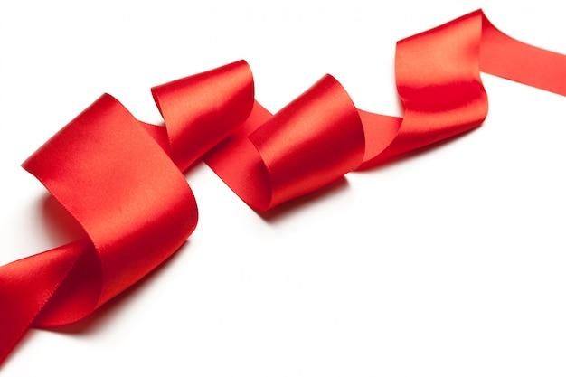 白で隔離赤いリボン Premium写真