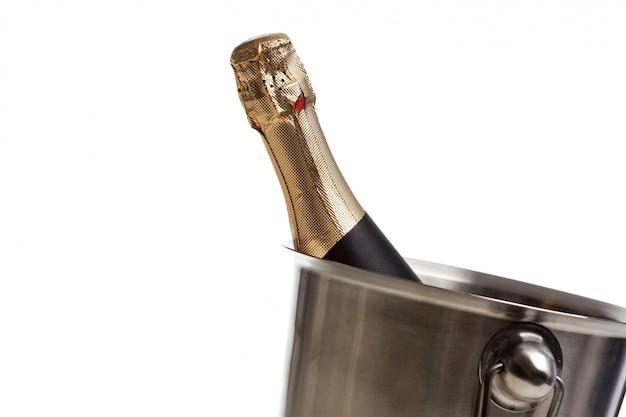 Изолированная бутылка шампанского Premium Фотографии