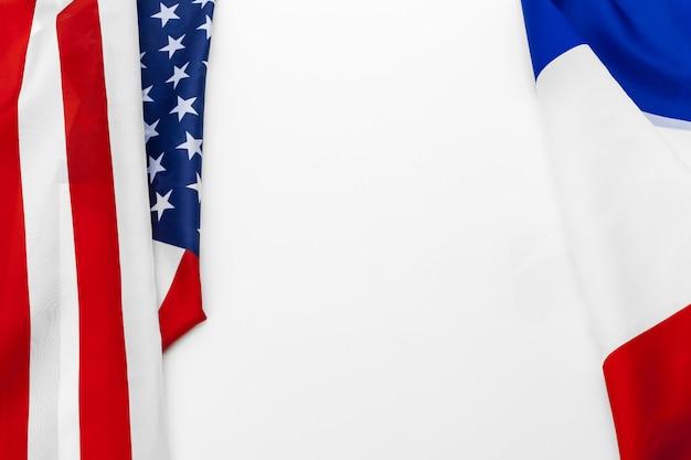 アメリカ合衆国の国旗とフランスの国旗 Premium写真