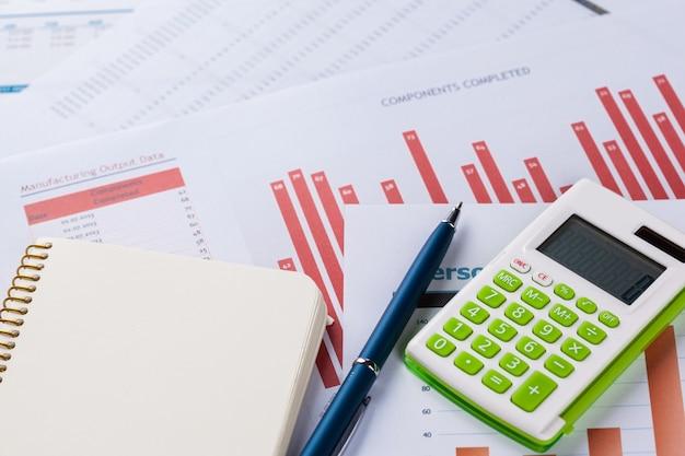 財務グラフとチャート分析 Premium写真