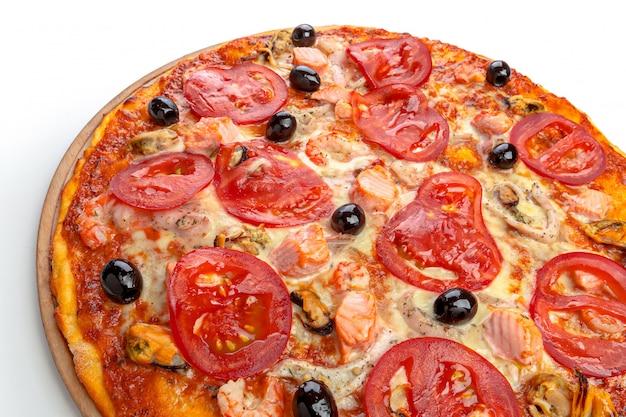 白でイタリアのピザ Premium写真