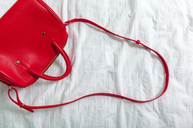 白い布の女性のバッグ Premium写真