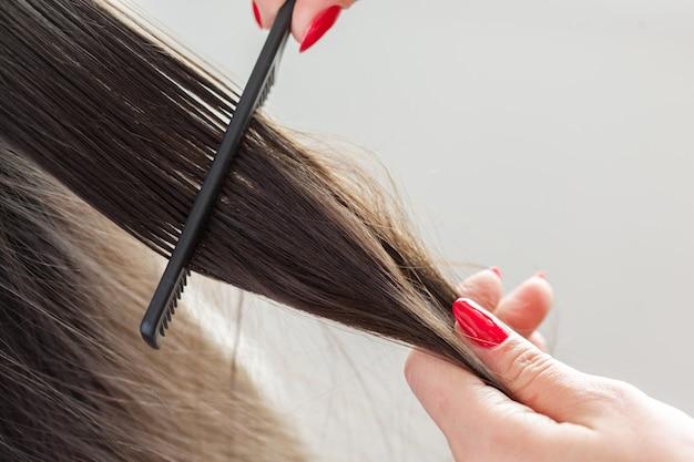 女性は散髪をします Premium写真