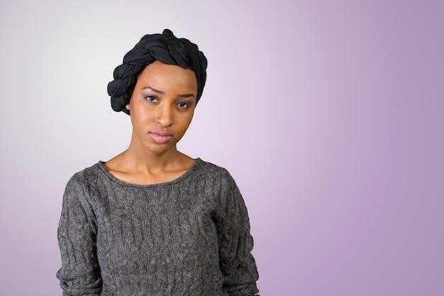若いアフリカ系アメリカ人のイスラム教徒の女性 Premium写真