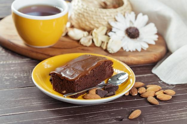 ケーキとティーカップ Premium写真