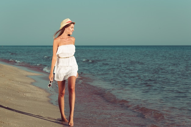 夏休みの女性 Premium写真