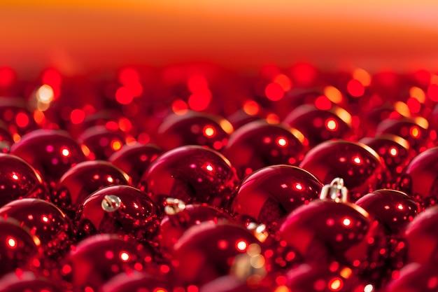 赤いクリスマスボール Premium写真