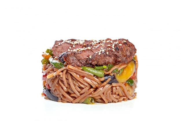 中華鍋の中華ファーストフード、 Premium写真