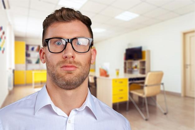 メガネのオタク実業家 Premium写真