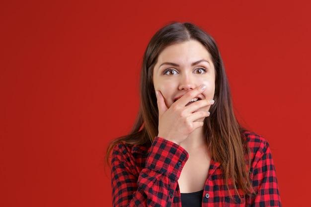 驚きのかなり若い女性 Premium写真
