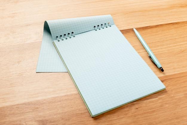 ノートと鉛筆 Premium写真