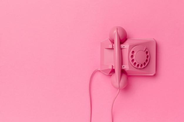 色付きの背景上のヴィンテージの電話 Premium写真