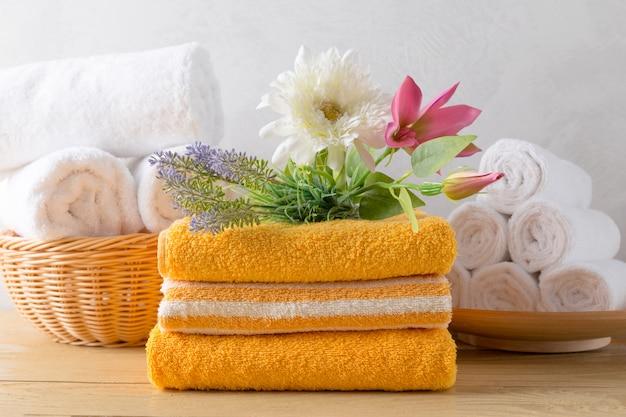 Полотенца рулонные с цветком Premium Фотографии