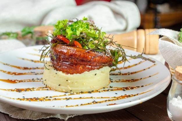 Жареная рыба с картофельным пюре Premium Фотографии