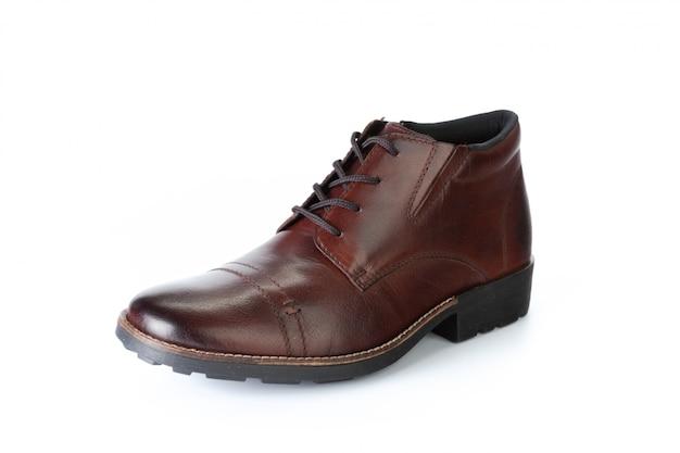白い背景に分離された茶色の正式な男性の革の靴 Premium写真