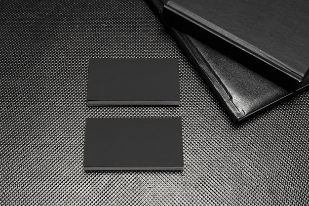 黒い紙の部分は黒の背景のトップビューを模擬 Premium写真