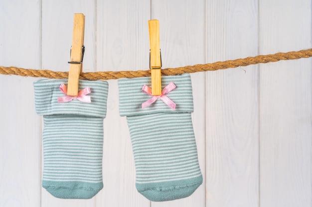 物干し用ロープのベビーソックス、ベビー服の洗濯 Premium写真
