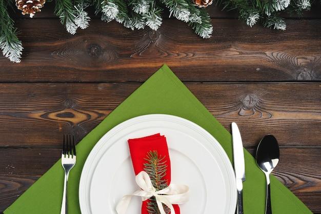 Праздничная сервировка на рождественский ужин, вид сверху Premium Фотографии
