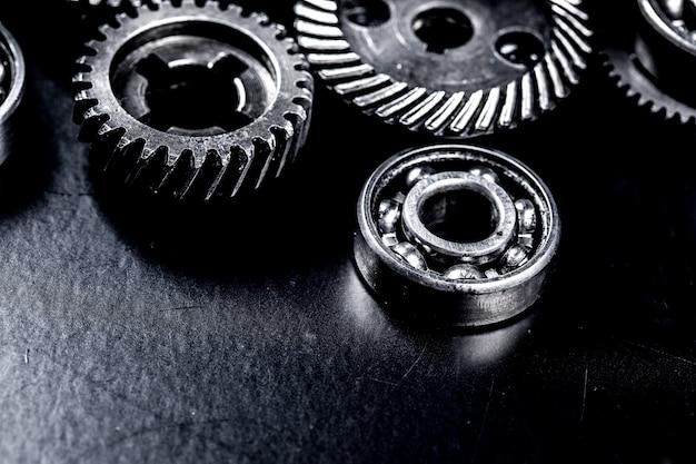 黒い表面の金属歯車 Premium写真