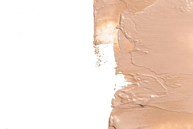 白い背景の上の液体ファンデーション汚れ。 Premium写真