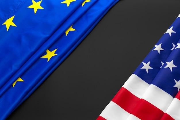 欧州連合とアメリカの国旗。 Premium写真