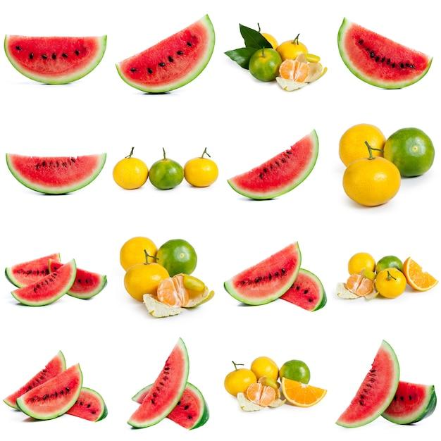 Плоская композиция с ломтиками и семенами арбуза на цветном фоне Premium Фотографии