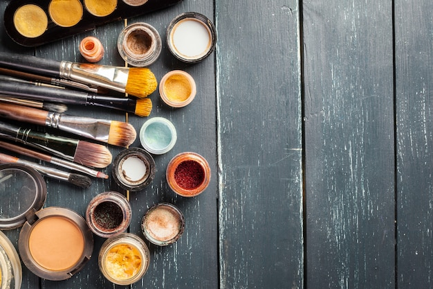 Кисти для макияжа и макияжа тени для век Premium Фотографии