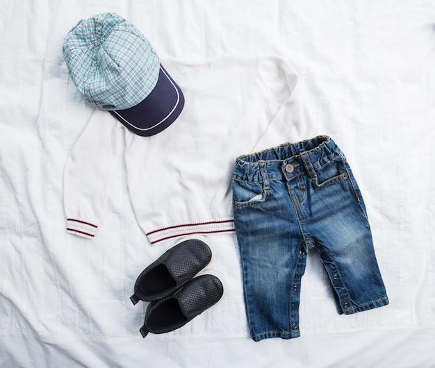 男の子の服 Premium写真