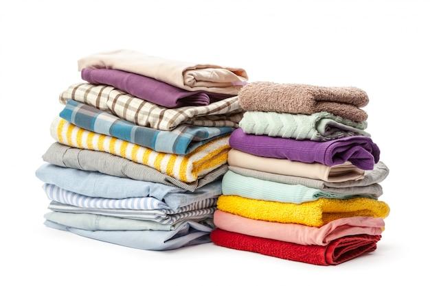 Стек одежды, изолированные на белом Premium Фотографии