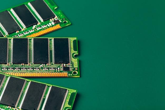 プロセッサを搭載した電子回路基板のクローズアップ Premium写真