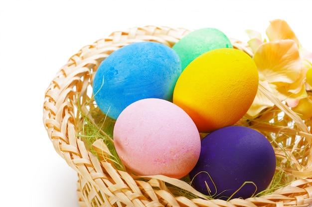Красочные пасхальные яйца Premium Фотографии