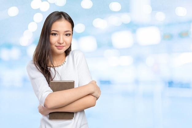 女性大学/大学生持株本 Premium写真