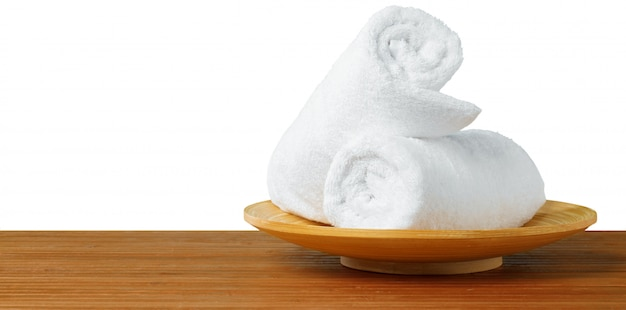 Белые спа-полотенца на столе Premium Фотографии