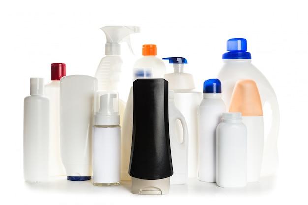 白い背景の上にきれいな家のクリーニング製品プラスチック容器 Premium写真