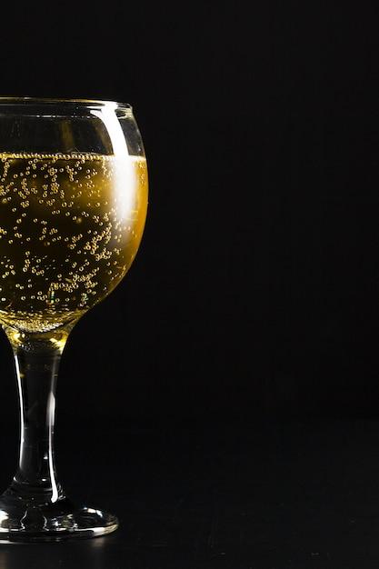 黒のシャンパングラス Premium写真
