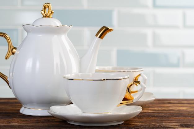 お茶の磁器食器の写真をクローズアップ Premium写真