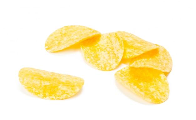 白で隔離される黄色のポテトチップス Premium写真