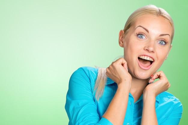 驚いた若い女性 Premium写真