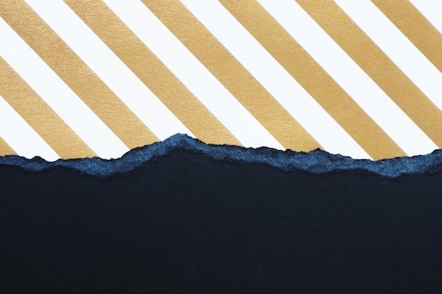 Абстрактный фон и текстура. рваный черный картон и полосатая золотая и белая бумага. Premium Фотографии