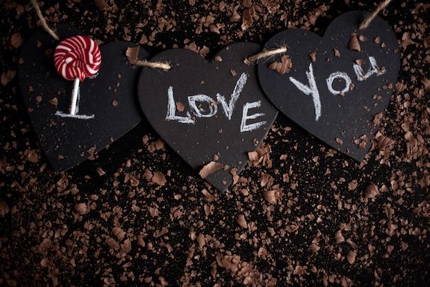私はあなたを愛して、黒板にチョークを書きました。幸せなバレンタインデー。 Premium写真