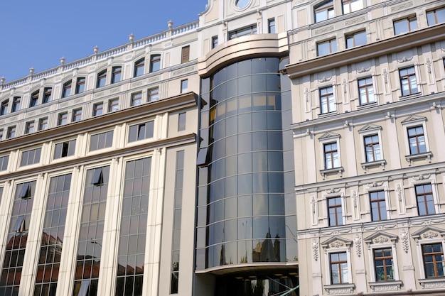 キエフの近代的な美しいオフィスビル Premium写真