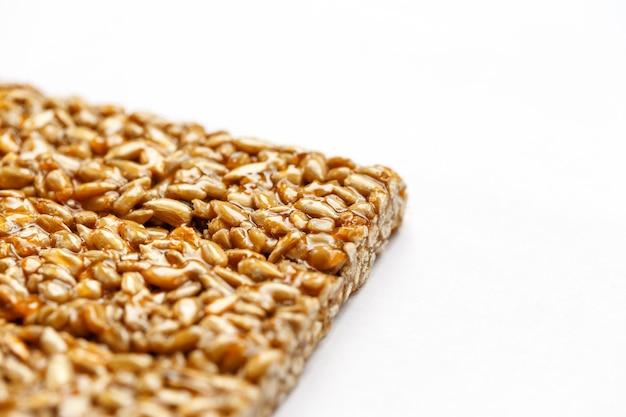 健康的なスナック。フィットネスダイエット食品。コジナキのフリッター、種、エネルギーバー。 Premium写真