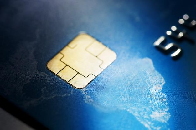 低キーマクロがクレジットカードで撮影しました。 Premium写真