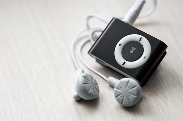 ヘッドフォン付きデジタルコンパクトミュージックプレーヤー Premium写真