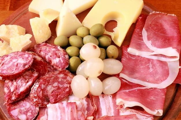 サラミとチーズ Premium写真