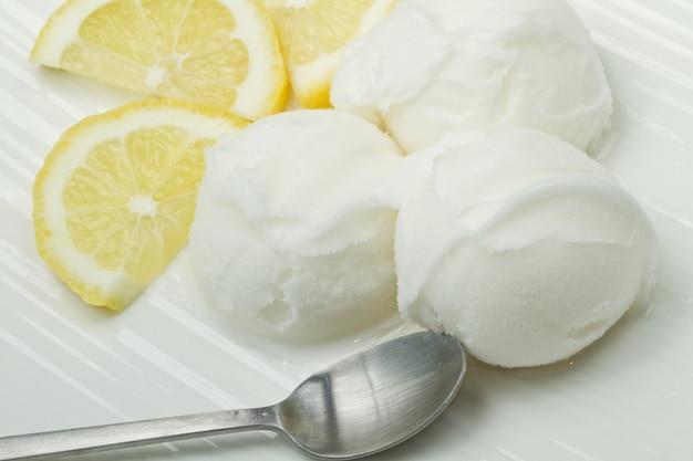 レモンアイスクリーム Premium写真