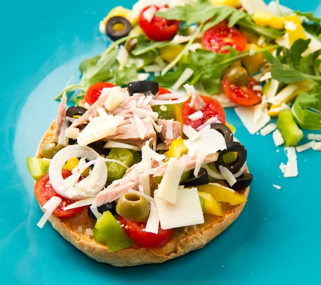 野菜とマグロのフリセラ Premium写真